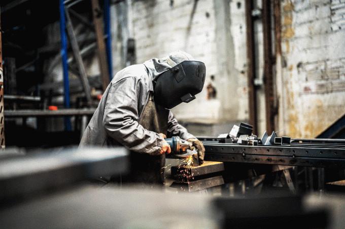 Indústria ainda opera 16,6% abaixo do pico de produção